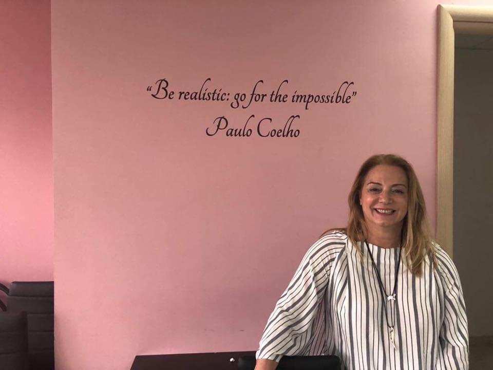 Ιωάννα Πελέκη: Η διευθύντρια του πρώτου ιδιωτικού σχολείoυ της Μυκόνου στο Mykonos Post