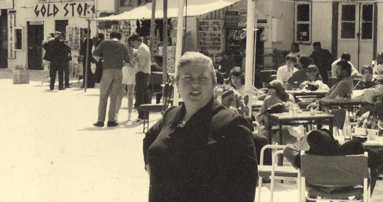 Καλλιόπη: Αυτή είναι η ιστορία της υπεύθυνης της Δημοτικής Βιβλιοθήκης Μυκόνου επί σαράντα χρόνια
