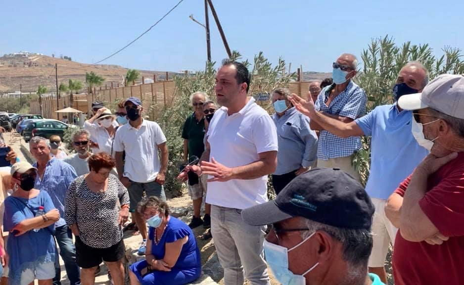 Ο Δήμαρχος Μυκόνου δίπλα στους κατοίκους του νησιού που αντιδρούν για το Καλό Λιβάδι