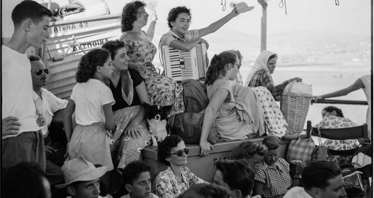 Το νησί που μάγεψε τον κόσμο: Φωτογραφική έκθεση του Robert McCabe στη Μύκονο