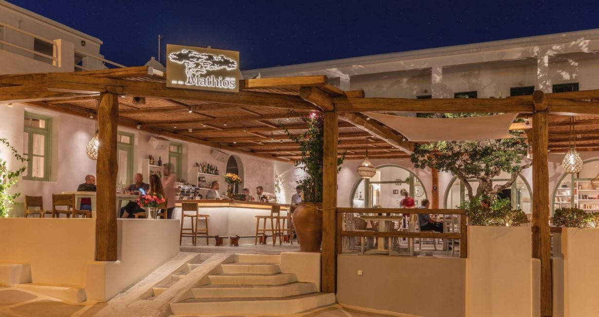 Μαθιός: Η παραδοσιακή ταβέρνα στο νέο λιμάνι της Μυκόνου που θα σε ενθουσιάσει