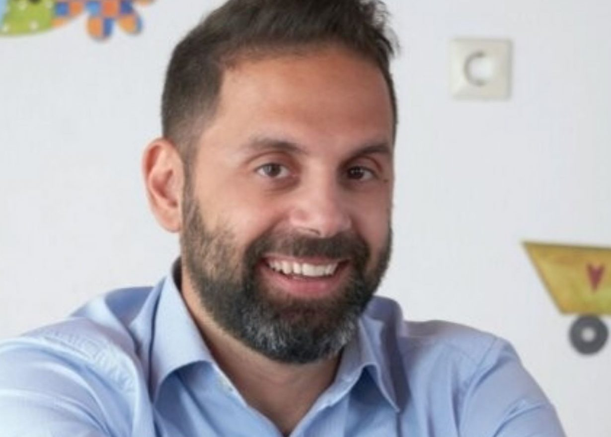 Ορέστης Παπαλουκάς: Ένας παιδίατρος από τη Μύκονο μιλάει για τον κορονοϊό, τους προβληματισμούς των γονέων και τις αντιδράσεις ύστερα από το νέο lockdown