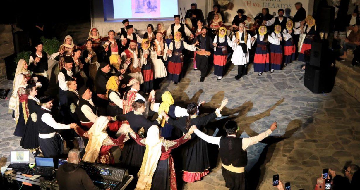 «Ελλάδα Γη και Πέλαγος»: Με μεγάλη επιτυχία ολοκληρώθηκε η παράσταση του Δήμου Μυκόνου