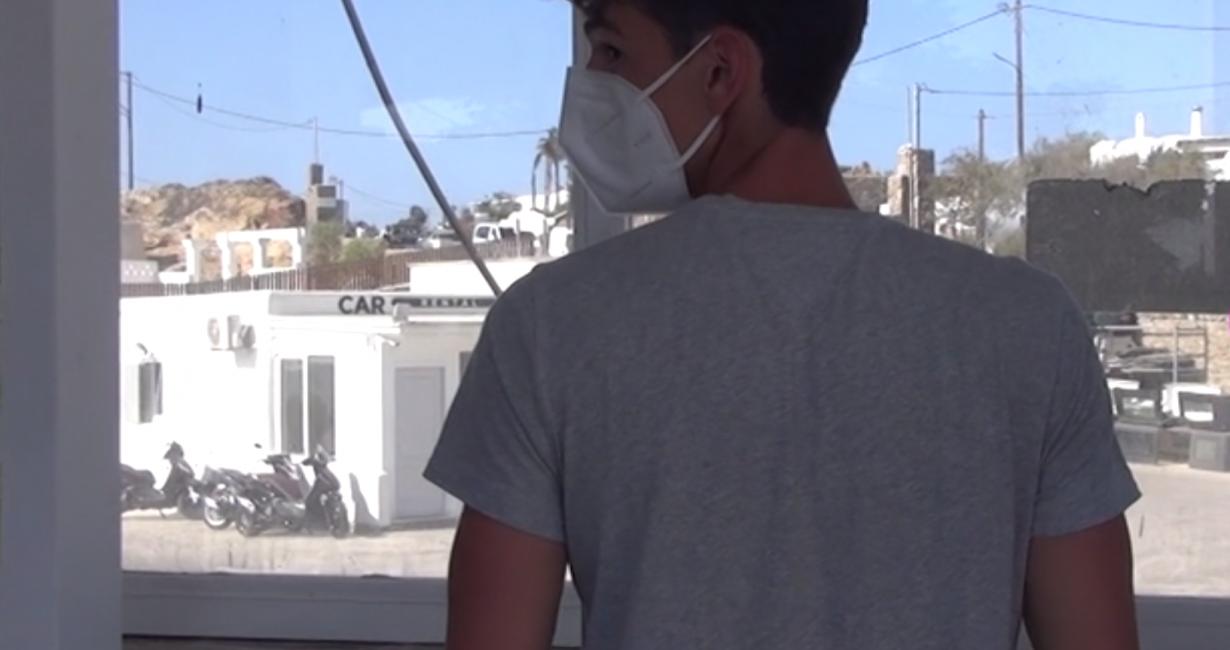 18χρονος Ιταλός τουρίστας με Covid σε απόγνωση εκλιπαρεί για ένα δωμάτιο στη Μύκονο