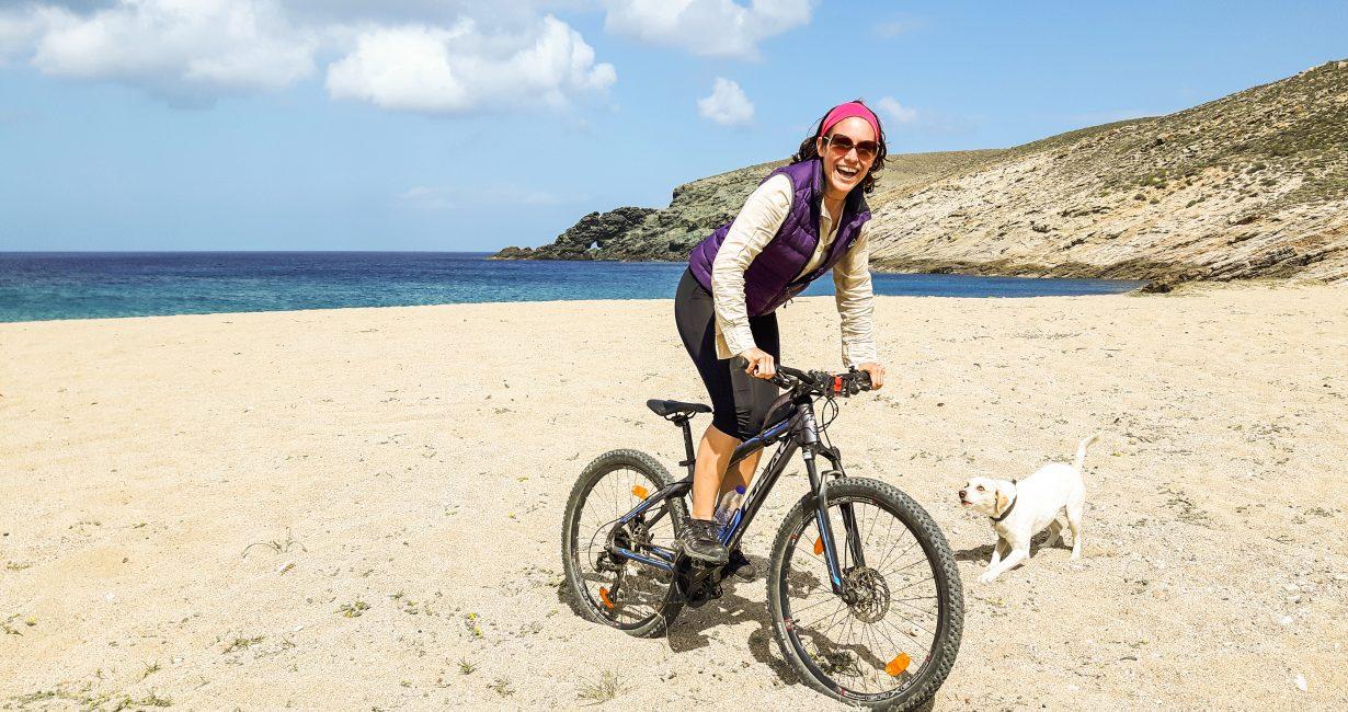 Δήμητρα Ασημομύτη: Η γυναίκα που έκανε μόδα το ποδήλατο στη Μύκονο
