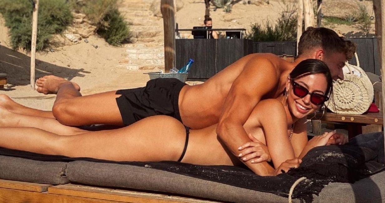 Ο Μάρκος Γιορέντε με τη σύντροφό του στη Μύκονο