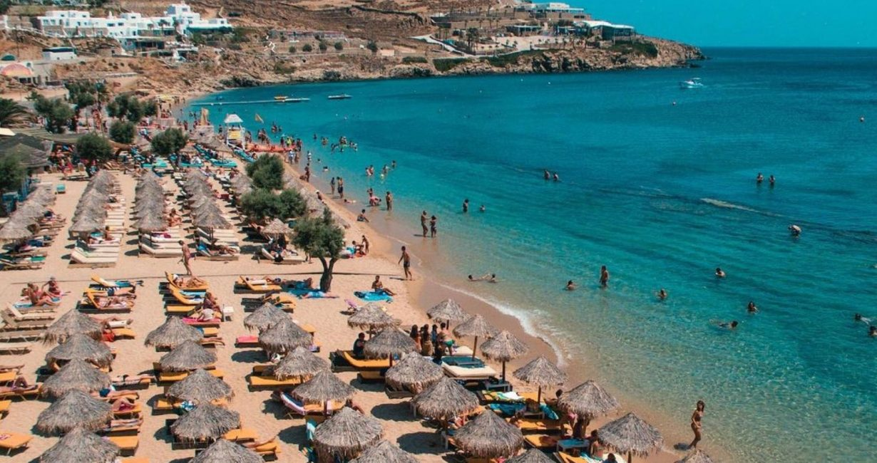 Λουκέτο στο Paradise beach club λόγω φορολογικών παραβάσεων