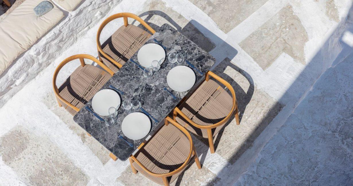 Το νέο Parthenis Cafe στη Μύκονο είναι το ελληνικό καλοκαίρι