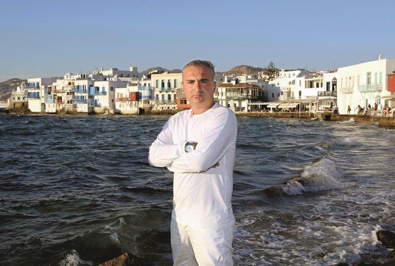Πέτρος Νάζος: Το καλοκαίρι που άλλαξε τα πάντα στη ζωή του Mr. Mykonos live TV